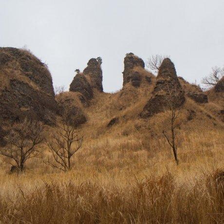 라칸 산의 험한 바위산